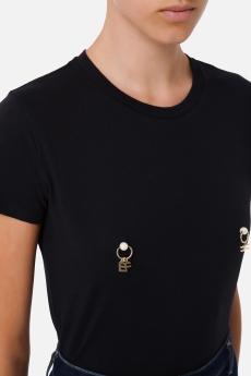 T-shirt con applicazione piercing